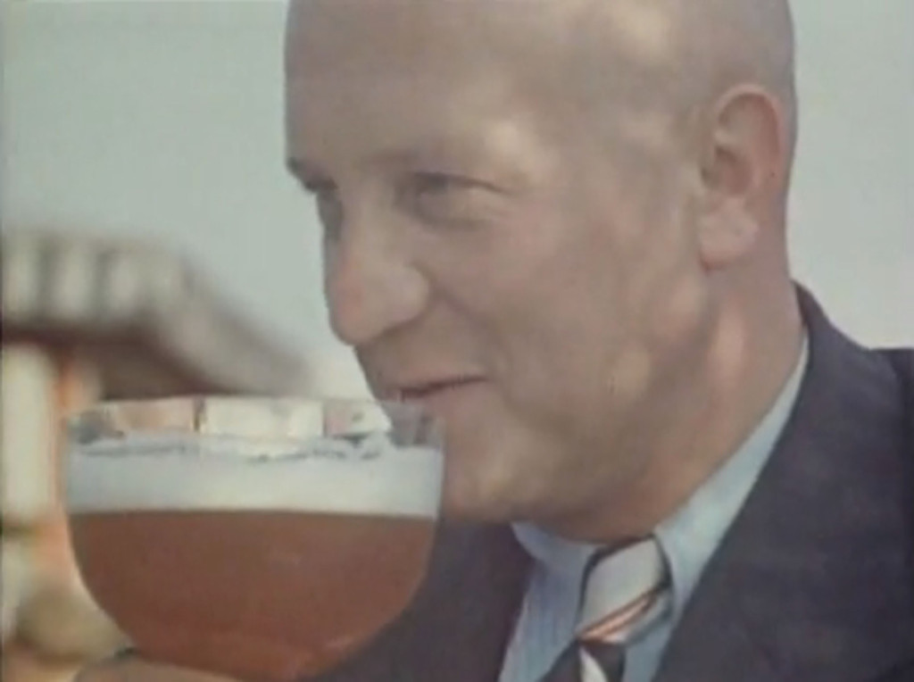 Berlin in the 1930s (Man drinking beer - screenshot from Berlin Reichshauptstadt 1936)