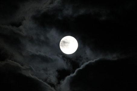 rp_Full-Moon-Over-Berlin-1024x683.jpg