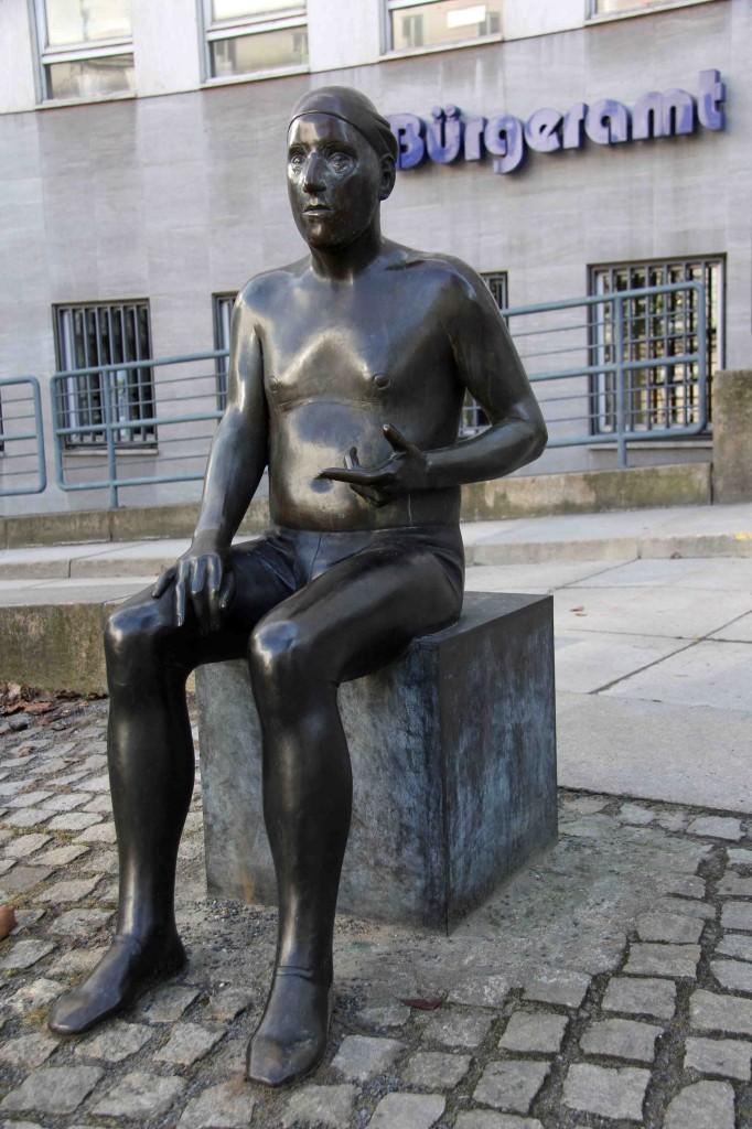 Ludmila Seefried-Matejková - Gedanken eines Mimen - a statue outside the Bürgeramt Charlottenburg-Wilmersdorf in Berlin