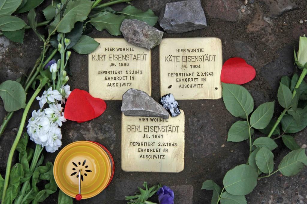 Stolpersteine Berlin 204: In memory of Kurt Eisenstädt, Käte Eisenstädt and Berl Eisenstädt (Erkelenzdamm 9)