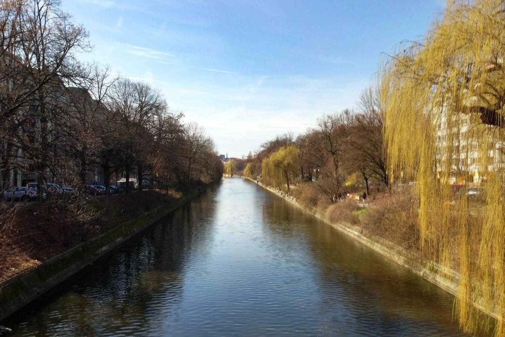 The Landwehrkanal from Hobrechtbrücke on a sunny Berlin day