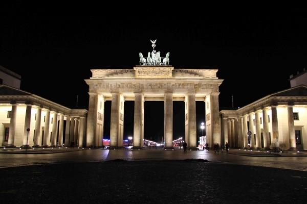 rp_brandenburger-tor-brandenburg-gate-at-night-1024x683.jpg