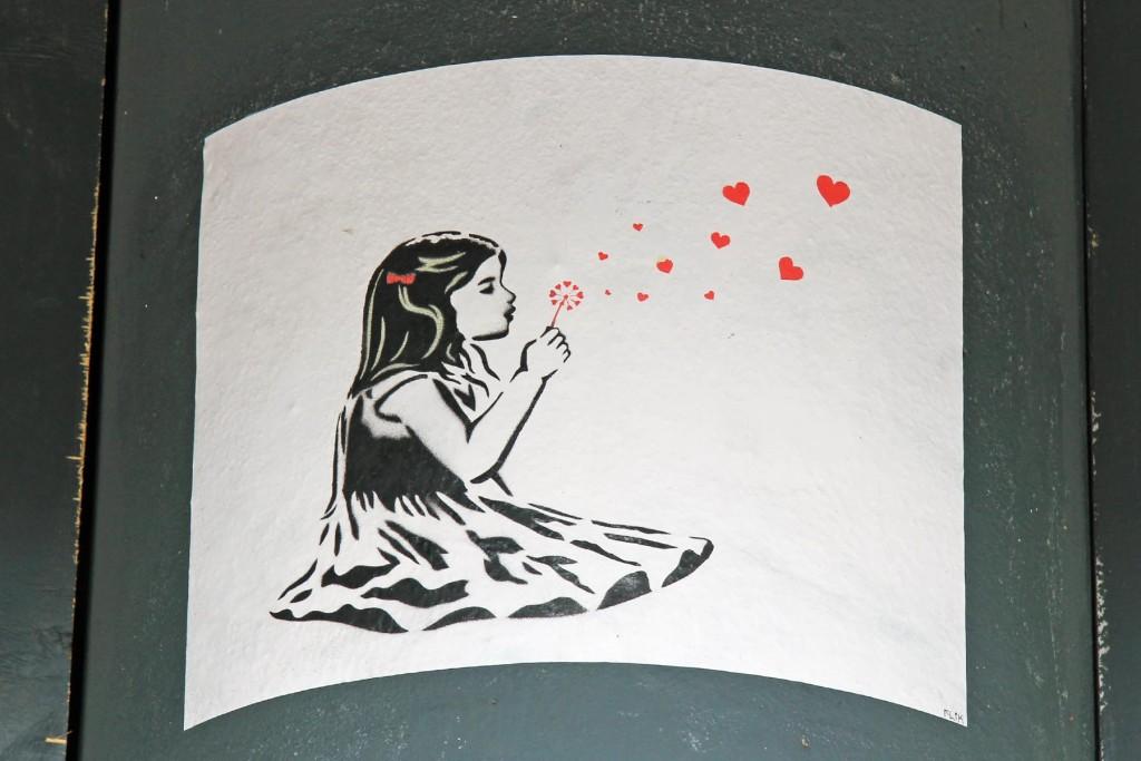 Young Love - Street Art by Unknown Artist in Berlin