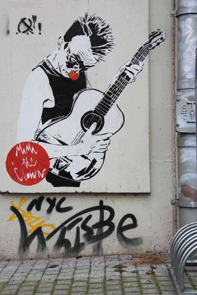 Clown Plays Guitar - Street Art by MIMI the ClowN in Berlin
