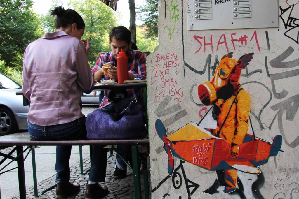 Playing At Pilots - Street Art by Robi The Dog in Berlin