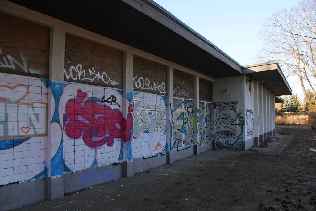 Changing Rooms at the abandoned swimming pool Wernerbad (Freibad Wernersee) in Kaulsdorf, Berlin