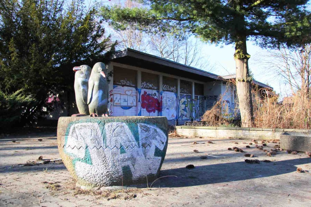 Penguin Drinking Fountain by Erwin Kobbert at the abandoned swimming pool Wernerbad (Freibad Wernersee) in Kaulsdorf, Berlin