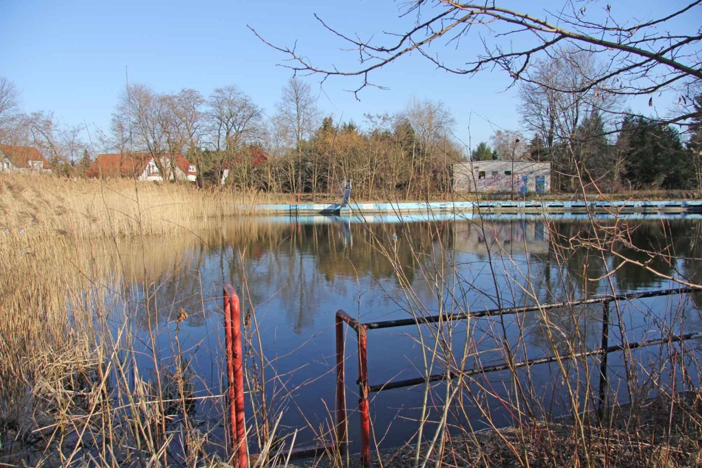 The abandoned and overgrown swimming pool Wernerbad (Freibad Wernersee) in Kaulsdorf, Berlin