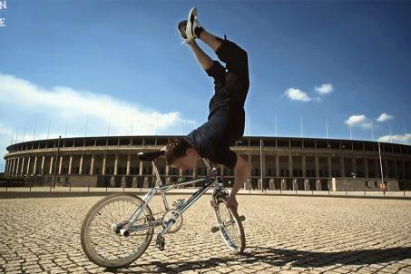 Frank Wolf on a BMX outside the Olympic Stadium - Screenshot from Die Berlin Hymne - Berlin ist Beste