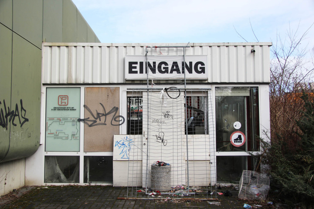 Eingang - the Entrance at Einkaufszentrum Cité Foch - an abandoned shopping centre in Berlin