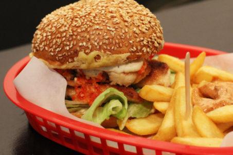 rp_Piri-Burger-Close-Up-at-Piris-Chicken-Burgers-in-Berlin-1024x682.jpg