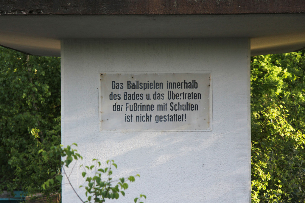 Rules on the Diving Tower at BVG Freibad (also BVB Freibad) an abandoned swimming pool on Siegfriedstrasse in Berlin Lichtenberg