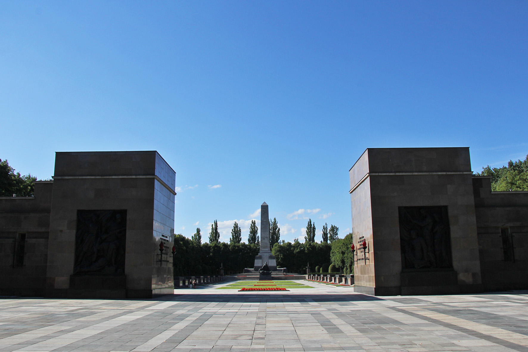 Soviet Memorial in Schönholzer Heide in Berlin 002