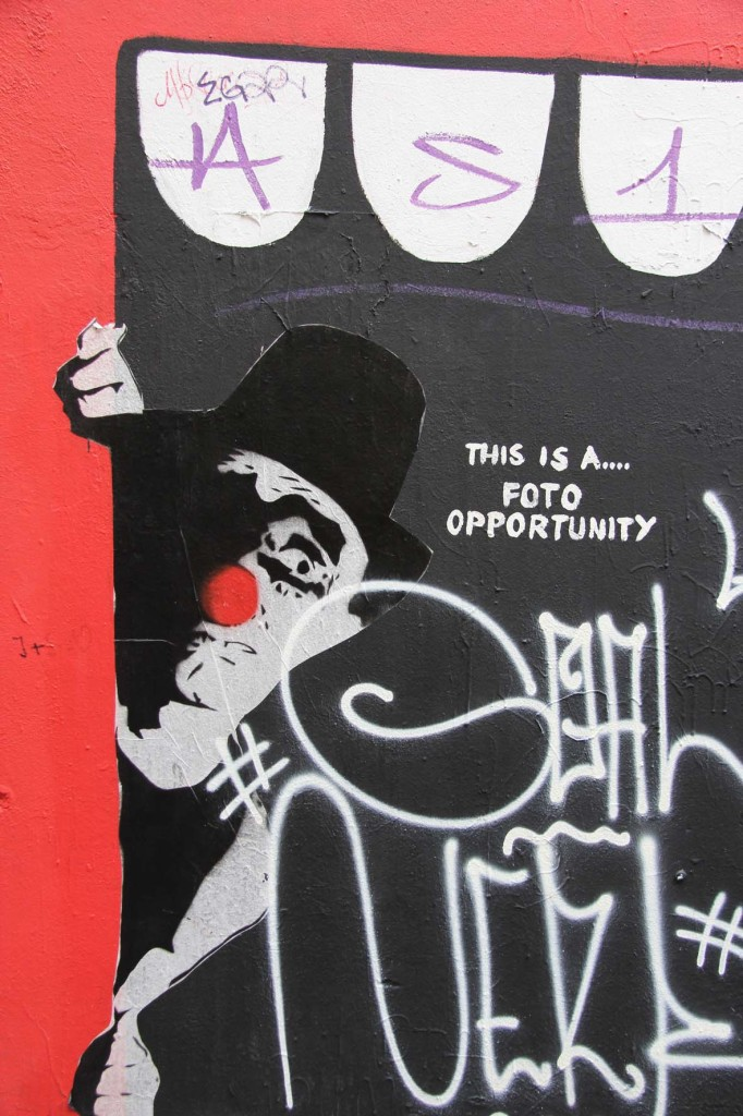 This is a Foto Opportunity - Street Art by MIMI The ClowN in Berlin