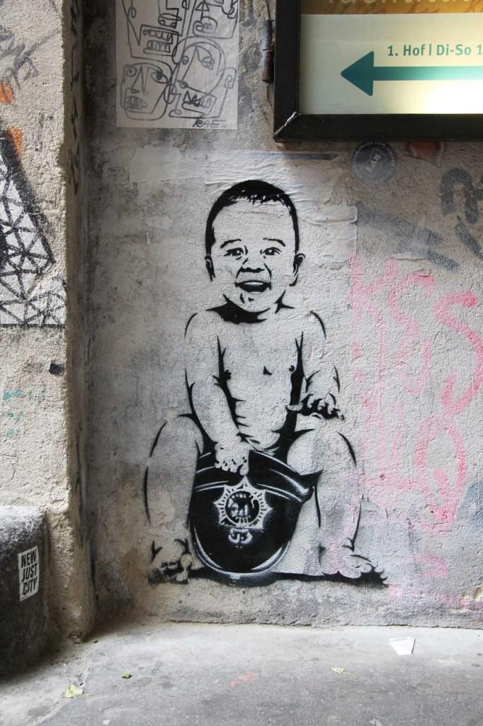 Baby - Street Art by Otto Schade in Berlin