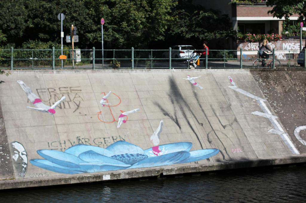 Dive In - Street Art by CAZ.L in Berlin