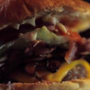 Tommi's Burger Joint – Making of a Bacon Cheeseburger