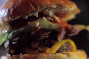 Tommi's Burger Joint – Making of a Bacon Cheeseburger