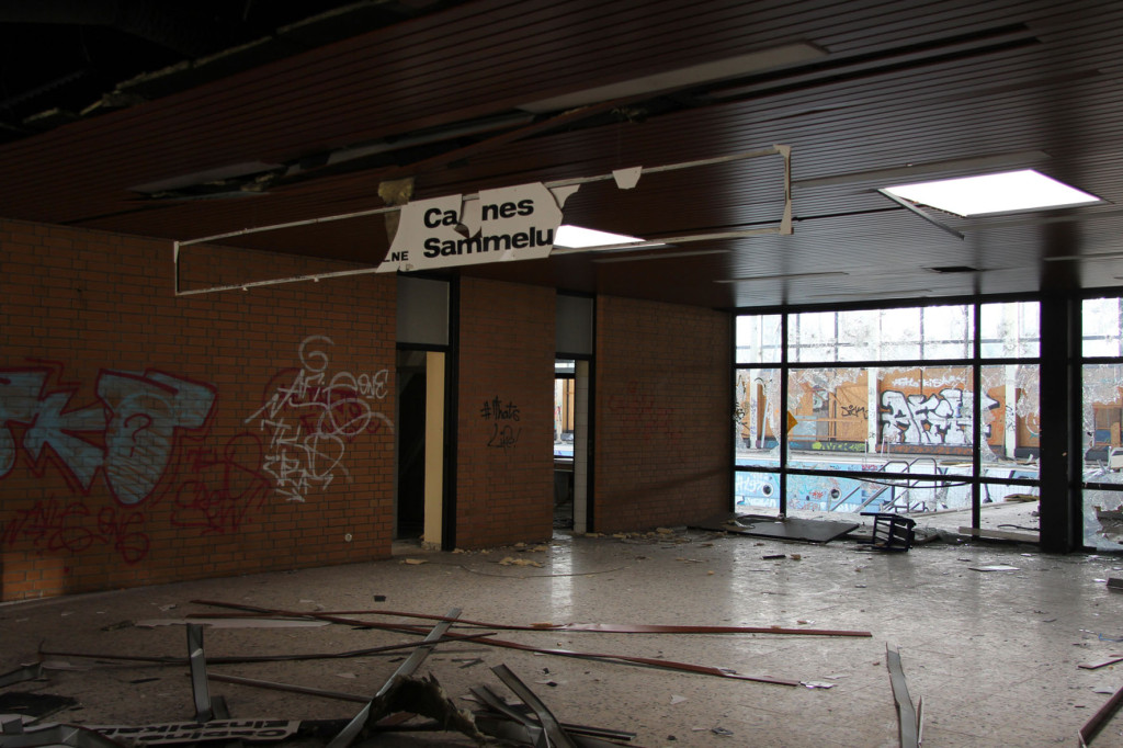 Foyer at Franzosenbad Berlin - an abandoned swimming pool