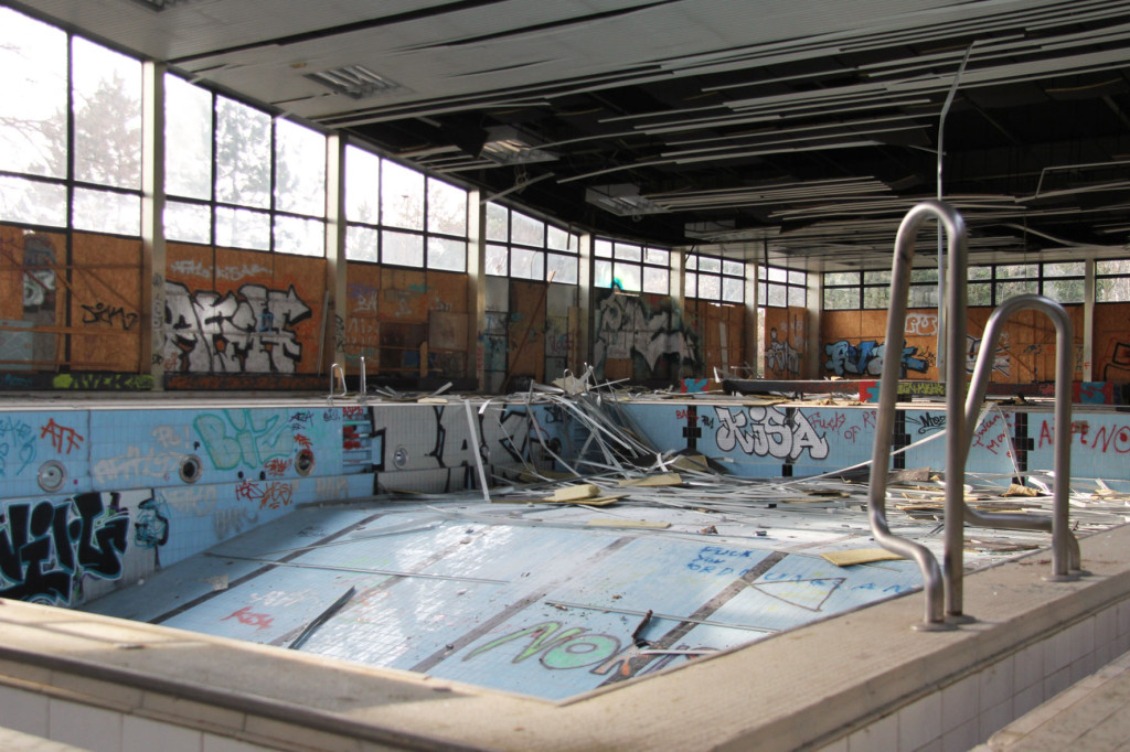 Pool and Steps at Franzosenbad Berlin - an abandoned swimming pool