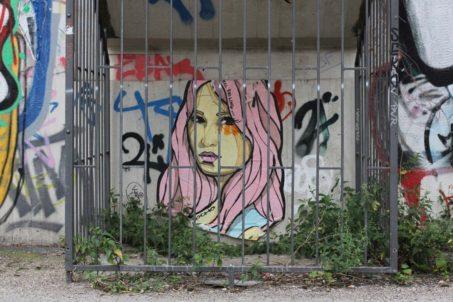 rp_Still-Falling-Street-Art-by-El-Bocho-in-Berlin-1024x682.jpg
