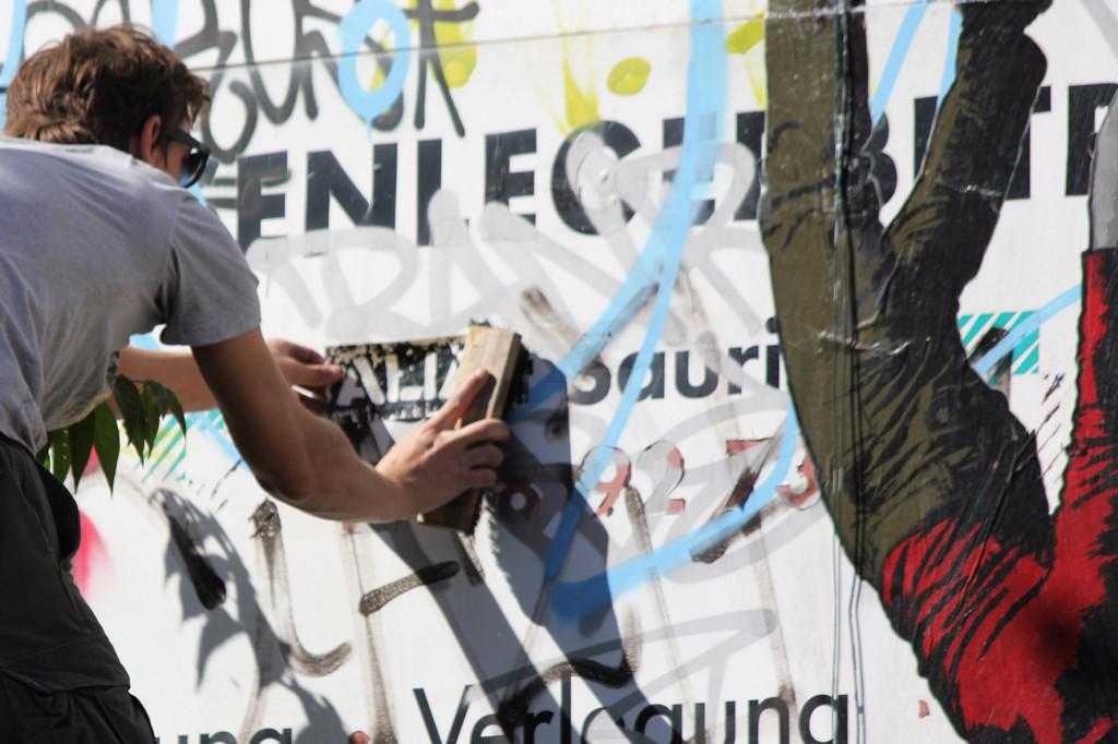 ALIAS at work on a new Ikarus Street Art piece in Berlin