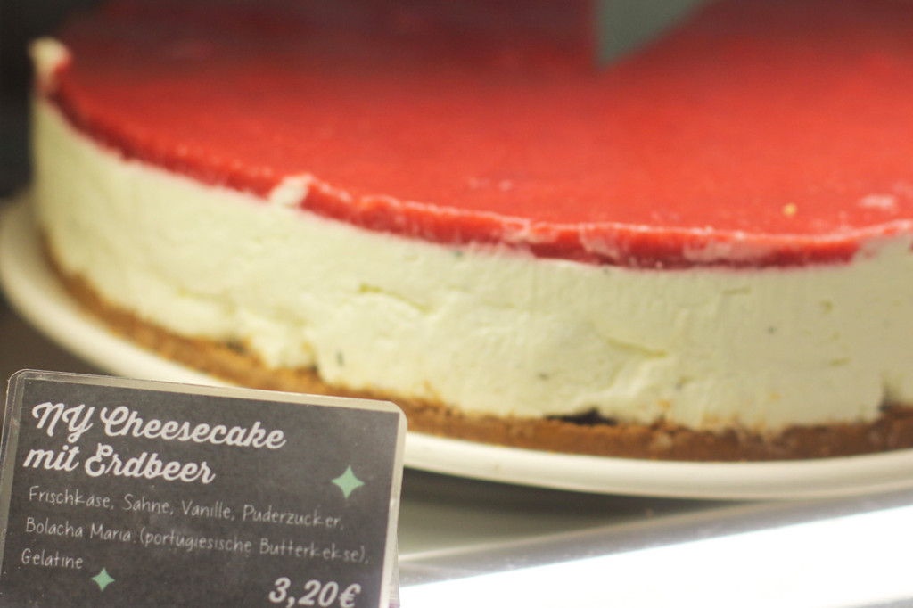 New York Cheesecake with Strawberries at Bekarei in Berlin
