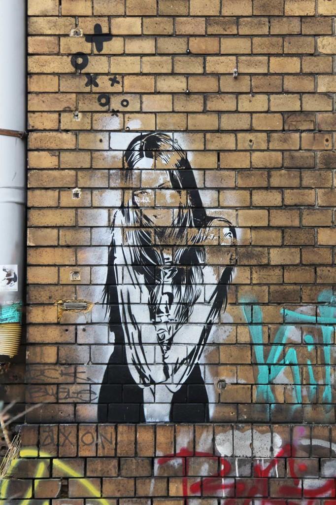 Poser - Street Art by XOOOOX in Berlin