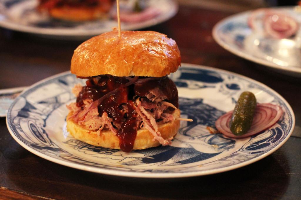 Pulled Pork BBQ Burger at Dudes Delikatessen Berlin