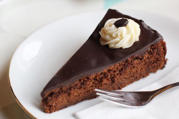 rp_Schoko-Schoko-Kuchen-Chocolate-Chocholate-Cake-at-Bekarei-in-Berlin-1024x682.jpg