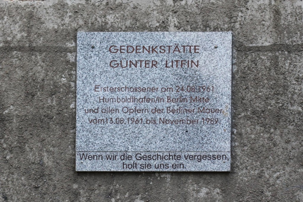 Gedenktafel (Memorial Plaque) at Gedenkstätte Günter Litfin Watchtower in Berlin
