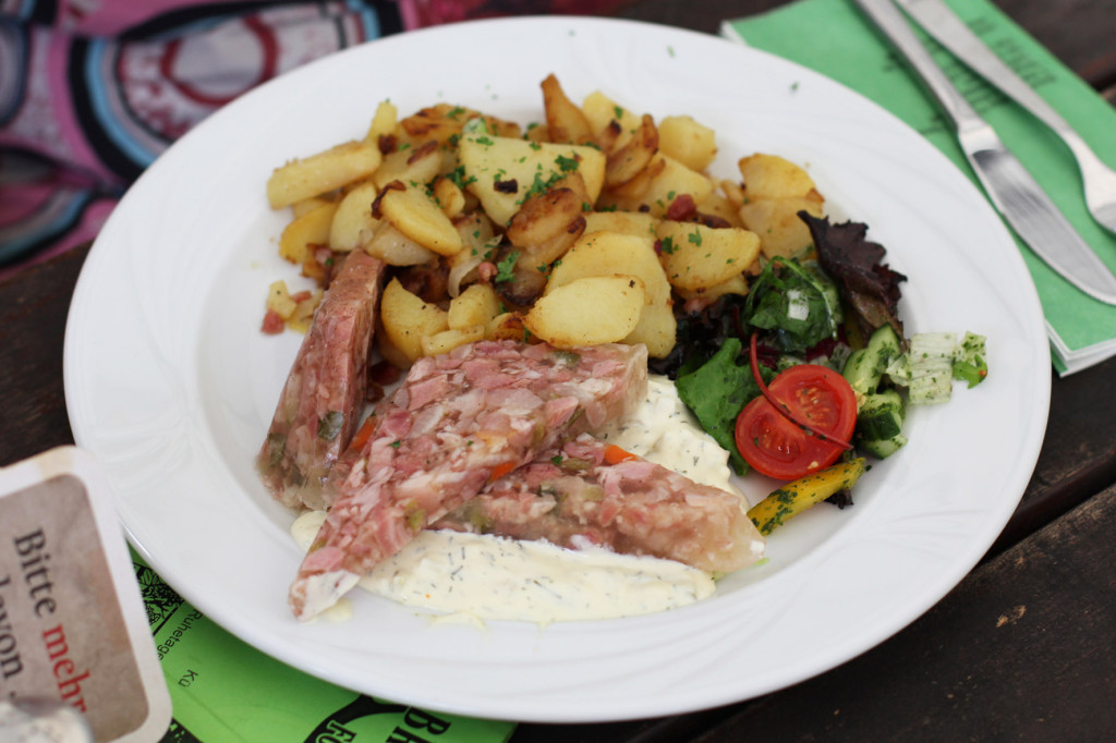 Sülze mit hausgemachter Remouladensauce und Bratkartoffeln (Aspic with homemade remoulade sauce and sautéed potatoes) at Braumanufaktur Forsthaus Templin, a beer garden and restaurant in an old forester's house on the edge of the Templiner See (Lake Templin) outside Berlin