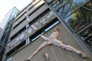 Riesen Penis Relief Skulptur – Friede sei mit Dir