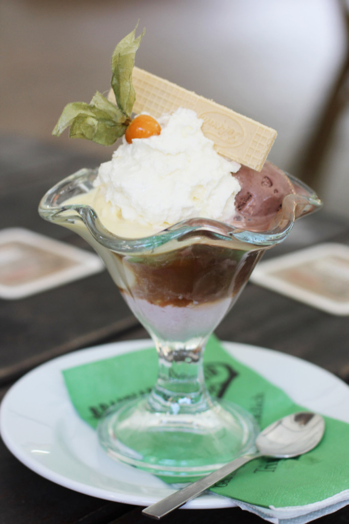 Gemischter Eisbecher mit Bierlikör und Sahne (Selection of ice cream with beer liqueur and whipped cream) at Braumanufaktur Forsthaus Templin, a beer garden and restaurant in an old forester's house on the edge of the Templiner See (Lake Templin) outside Berlin