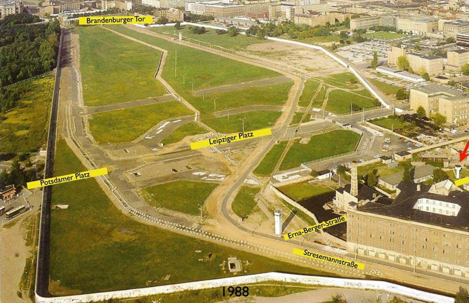 A photo from 1988 showing the location of the BT-6 Berlin Wall Watchtower on (the as then unbuilt) Erna-Berger-Strasse near Potsdamer Platz