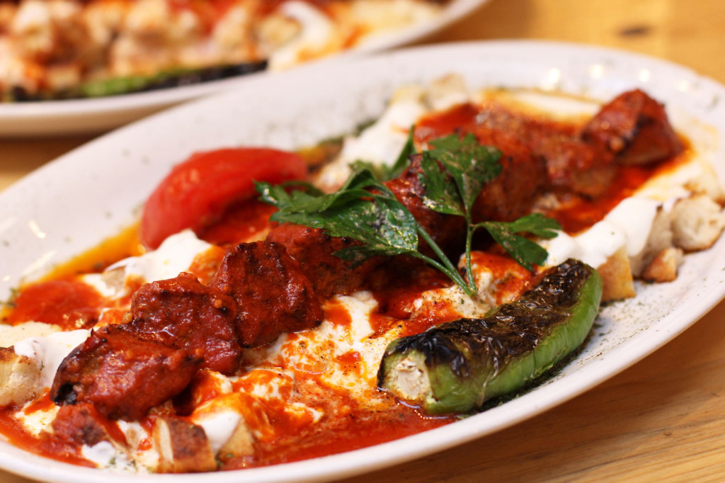 Kuzu Şiş Kebap Yoğurtlu at Doyum Grillhaus, a Turkish restaurant on Admiralstraße near Kottbusser Tor in Berlin Kreuzberg