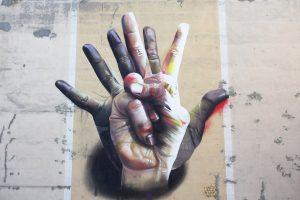 CASE Maclaim – Unter der Hand Mural