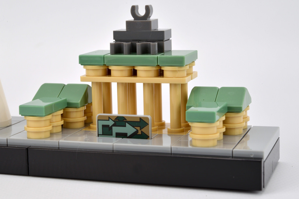 LEGO Architecture Berlin Cityscape 21027 Brandenburg Gate - Photo by Brickset - CC BY 2.0