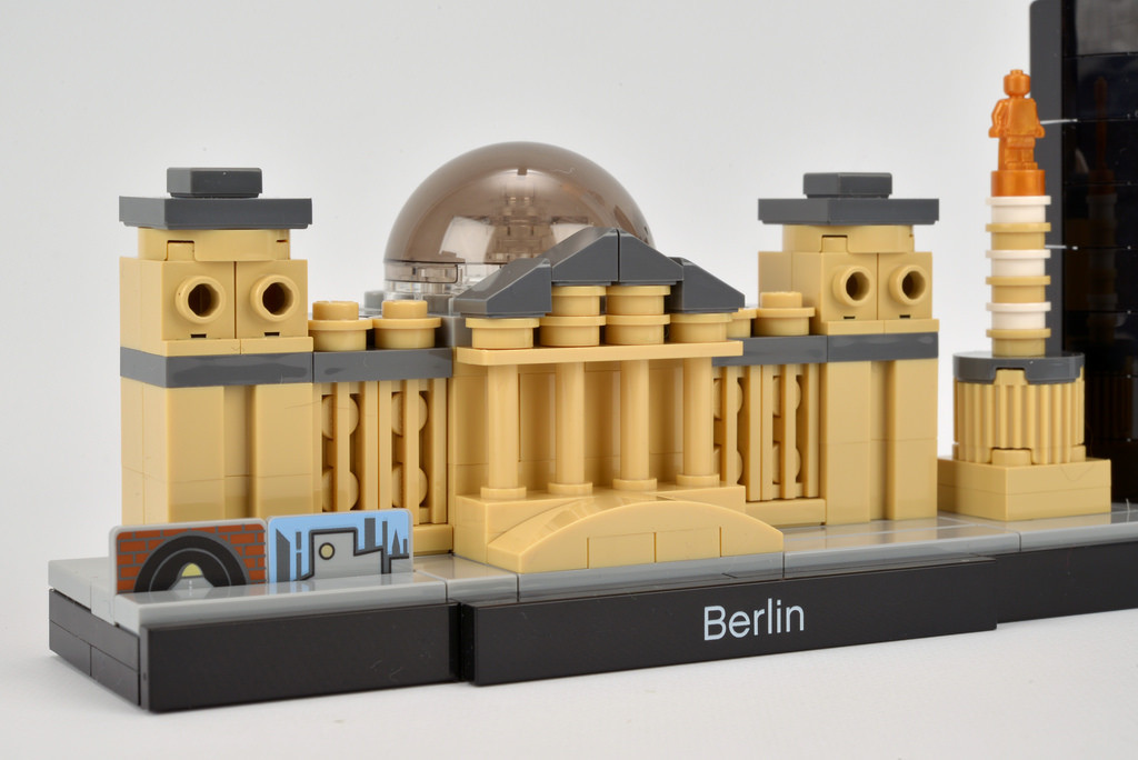 LEGO Architecture Berlin Cityscape 21027 Reichstag - Photo by Brickset - CC BY 2.0