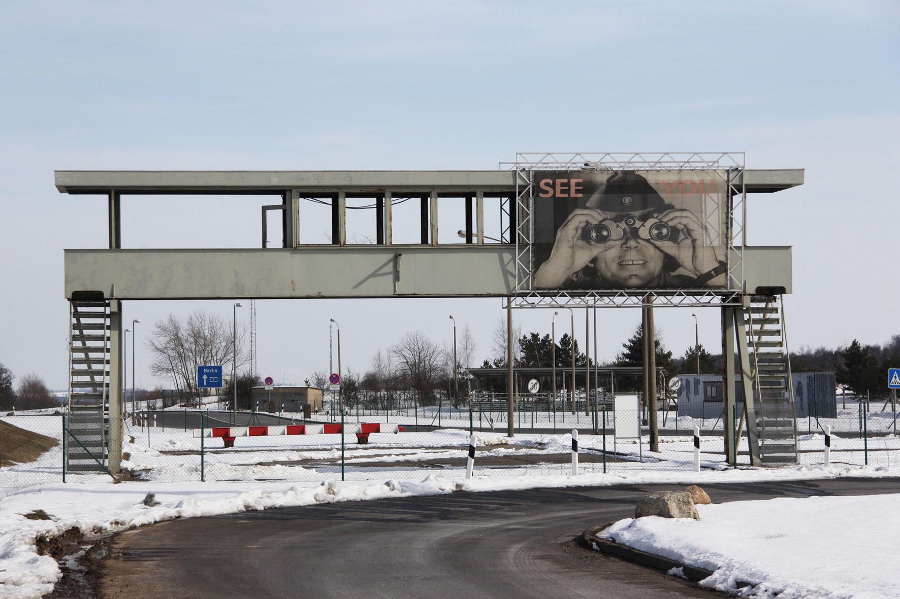 Beobachtungsgang an der Gedenkstätte Deutsche Teilung Marienborn am Checkpoint Alpha