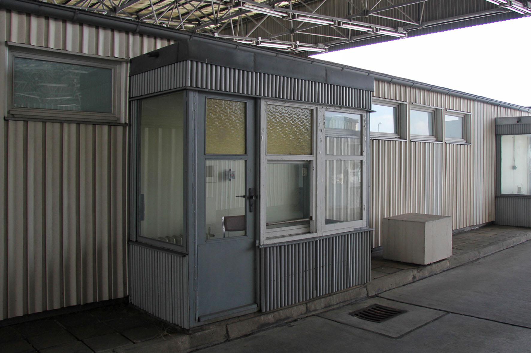 Die Passkontrolle an der Gedenkstätte Deutsche Teilung Marienborn am Checkpoint Alpha