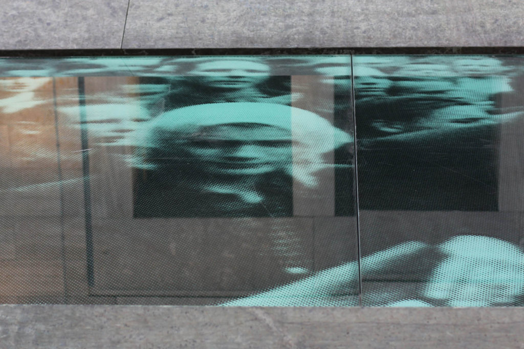 A close up of the grainy photo of the 17 June Memorial by Wolfgang Rüppel in Berlin
