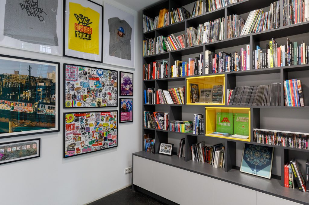 Die Martha Cooper Library im Urban Nation Museum for Urban Contemporary Art in Berlin
