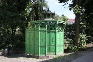 Café Achteck – Berlin's Green Pissoir