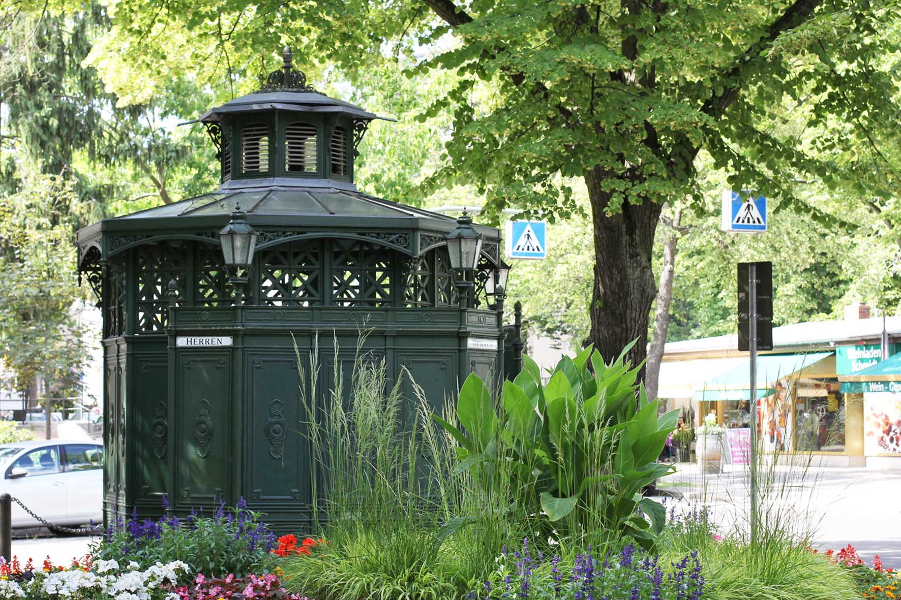 Café Achteck - Fellbacher Platz - an example of Berlin's classic 19th century green cast iron public toilets