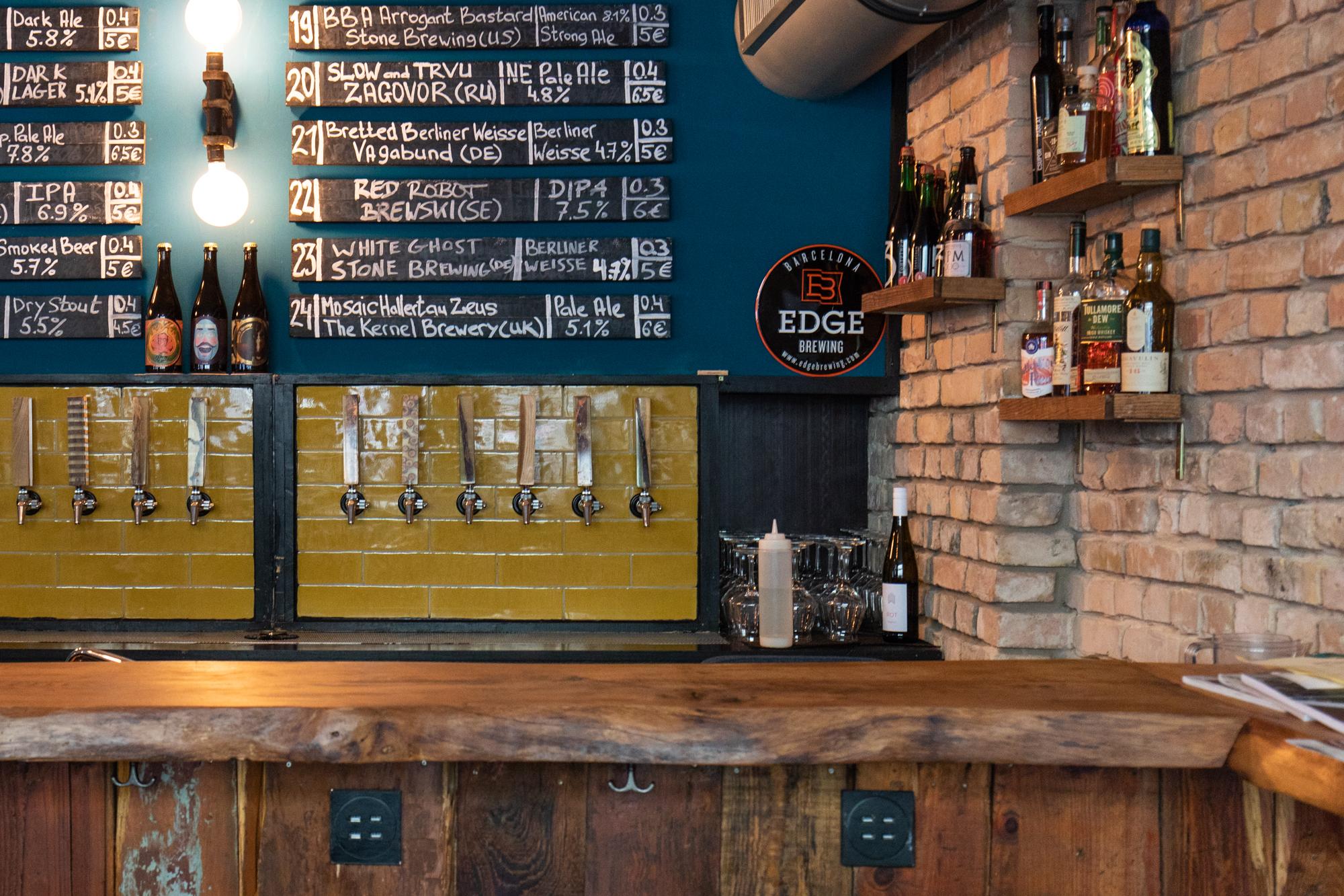 Die Ecke von der Bar im Protokoll Taproom Berlin, eine Craft Beer Bar mit 24 Zapfhähne in Berlin Friedrichshain