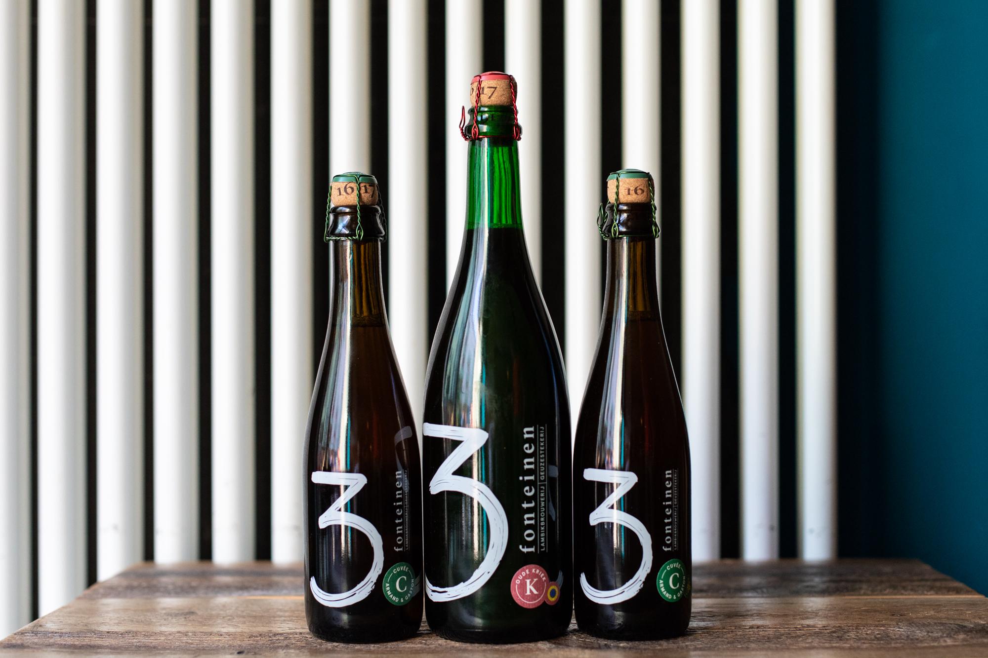 Flaschen im Protokoll Taproom Berlin, eine Craft Beer Bar mit 24 Zapfhähne in Berlin Friedrichshain