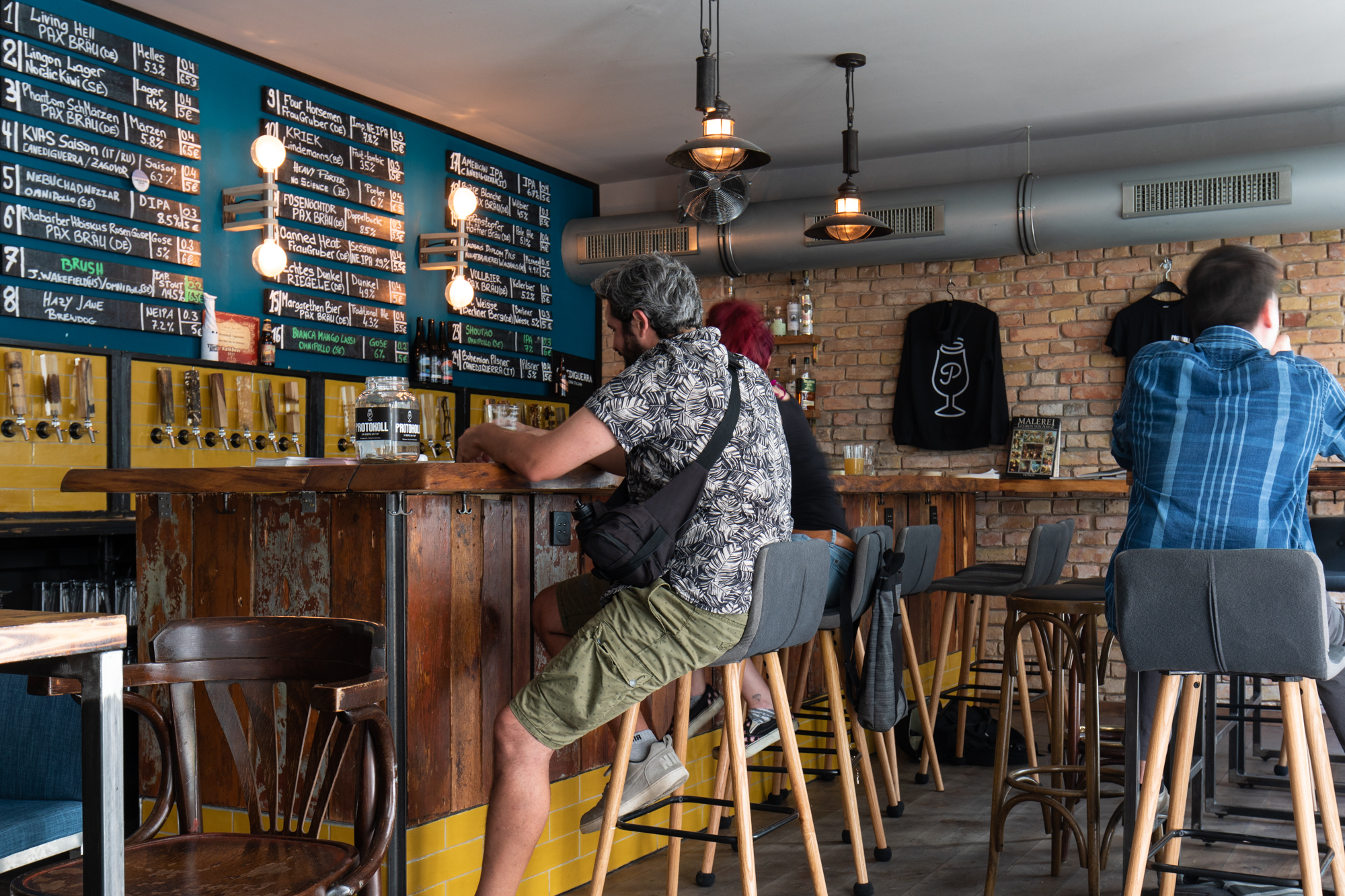 Protokoll Taproom Berlin, eine Craft Beer Bar mit 24 Zapfhähne in Berlin Friedrichshain