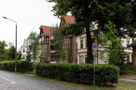 Häuser auf der Waldmüllerstrasse in Klein Glienicke - eine ehemalige von West-Berlin durch die Berliner Mauer abgetrennte und nur mit Sondergenehmigung zugängliche ostdeutsche Enklave